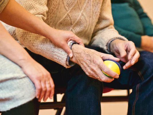 Îngrijire persoane vârstnice la domiciliu